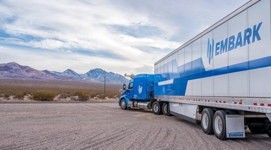 Şoförü yorulunca kendi giden kamyonlar geliyor