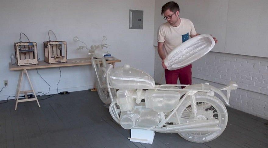Üç boyutlu yazıcı ile kendine motosiklet üretti!