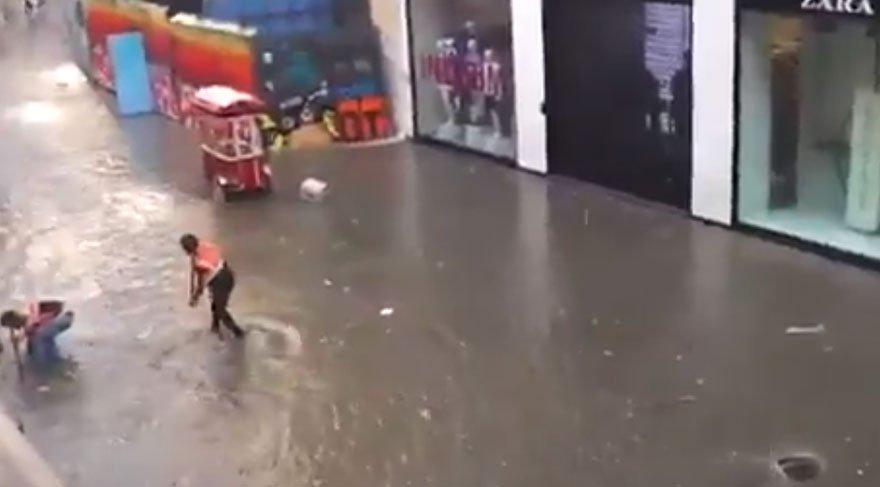 İstanbul'da inanılmaz yağmur fotoğrafları ve videoları (Sel ve fırtına tweetleri)