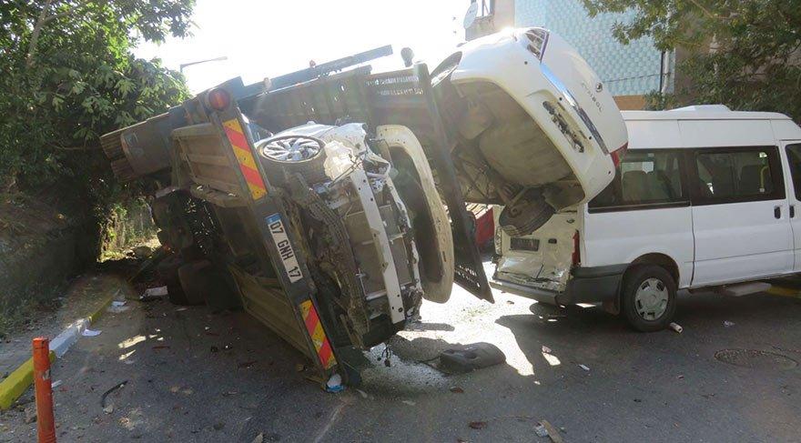 TIR kaza yaptı; Cadde savaş alanına döndü