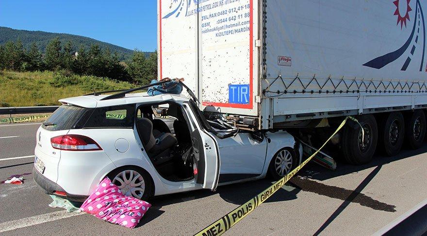 TEM'de otomobil TIR'a çarptı: 1 ölü, 2 yaralı