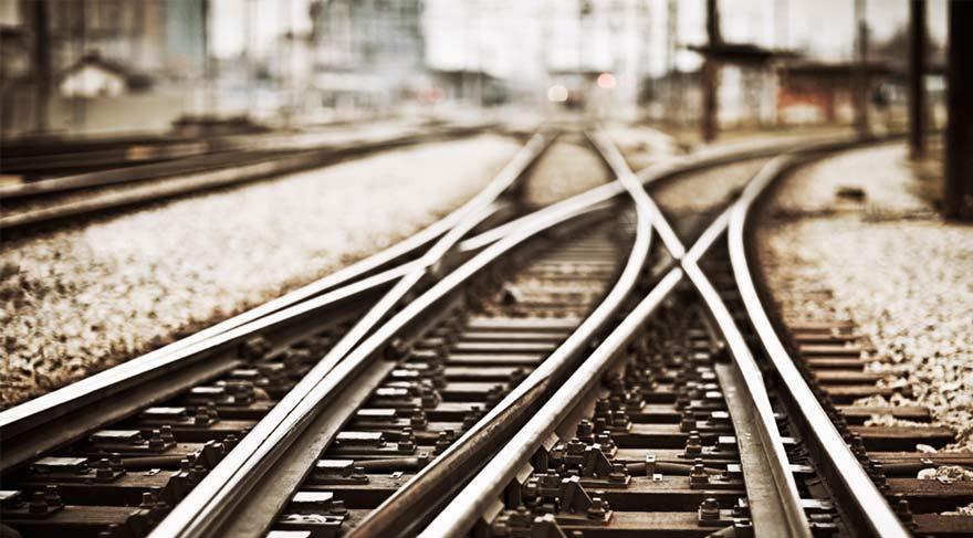 Çıldırlı ilk kez tren görmek için yollara döküldü