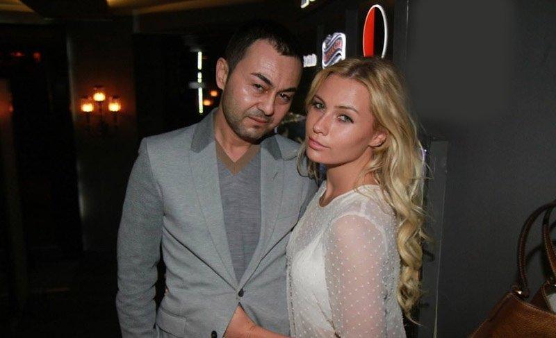 Serdar Ortaç ve eşi Chloe Loughnan Bebek'te görüntülendi