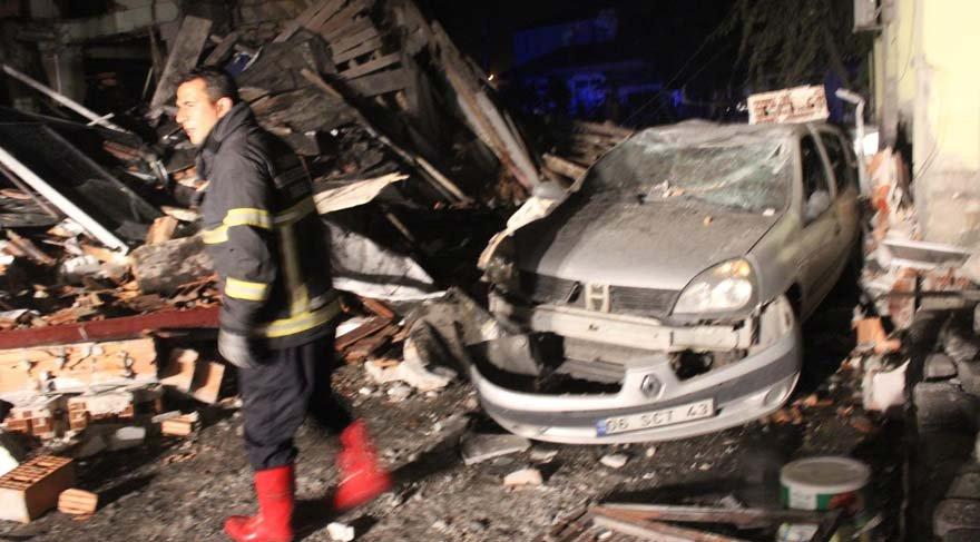 Tüp patladı, 2 katlı bina yıkıldı!