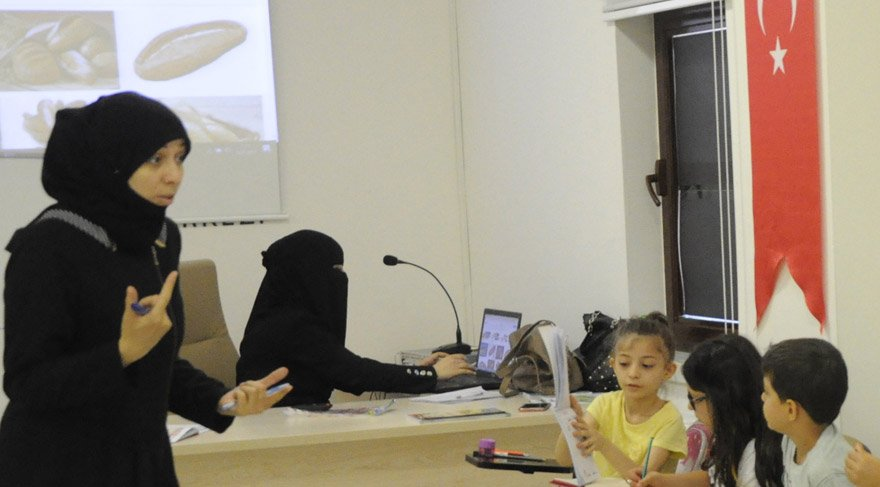 Türk çocuklarına Arapça dersi