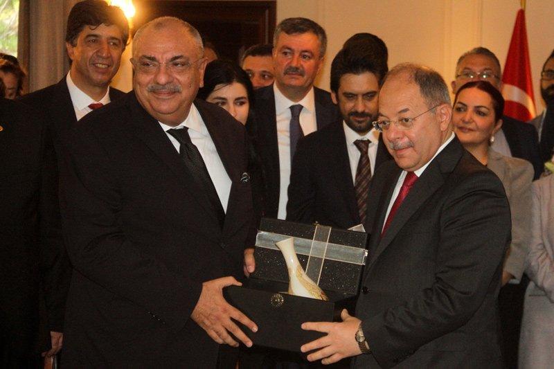 FOTO:İHA - Başbakan Yardımcısı Tuğrul Türkeş, koltuğunu Recep Akdağ'a devretti.