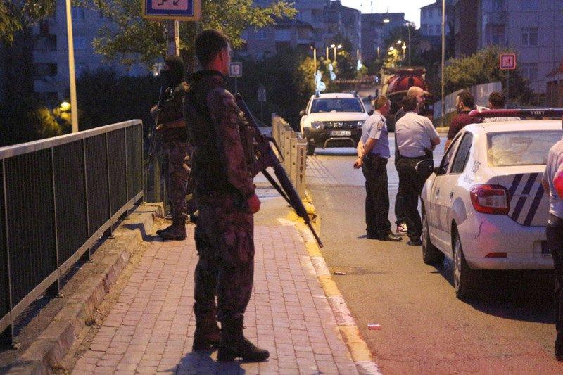 FOTO:DHA - Olay yerine gelen emniyet güçleri geniş güvenlik önlemleri aldı.