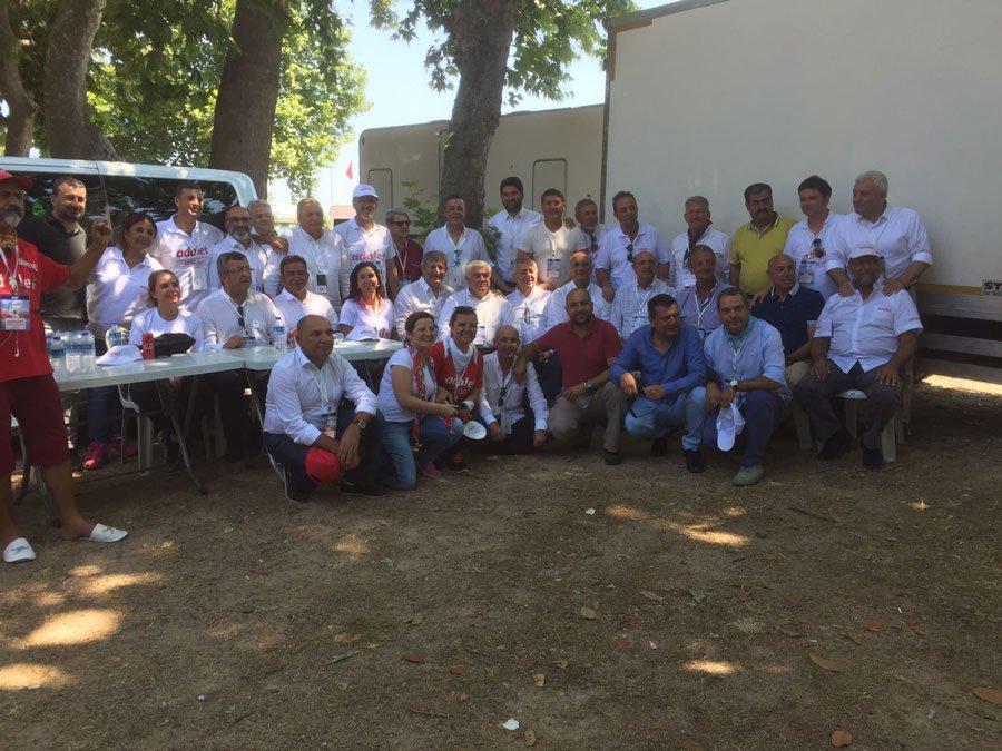 FOTO:SÖZCÜ- Yürüyüşe katılan CHP'li vekiller, kamp alanında 'hatıra fotoğrafı' çektirdiler.