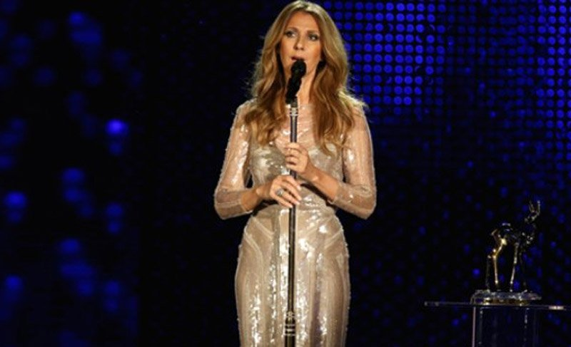 49 Yaşındaki Dünya Ünlü Şarkıcı Celine Dion çırılçıplak poz verdi