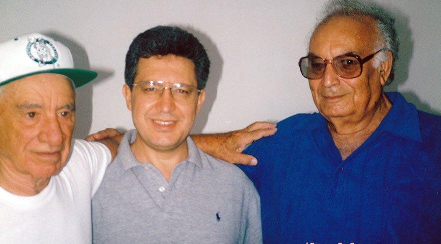 Livaneli ile Elia Kazan'ı 2015'te kaybettiğimiz yazar Yaşar Kemal tanıştırdı. Bu fotoğraf ise 1994'de çekildi...