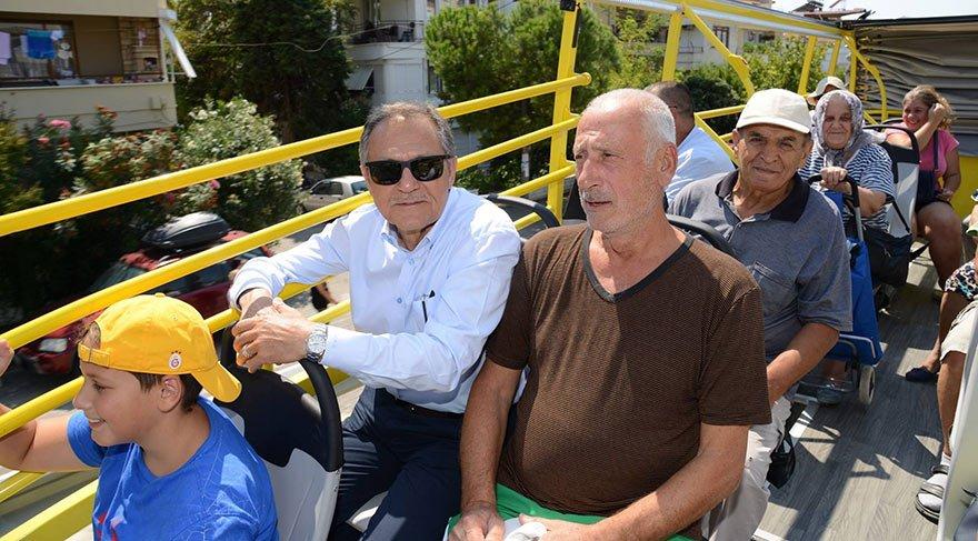 30 Ağustos törenlerine gitmeyen AKP'li başkan otobüs açılışı yaptı