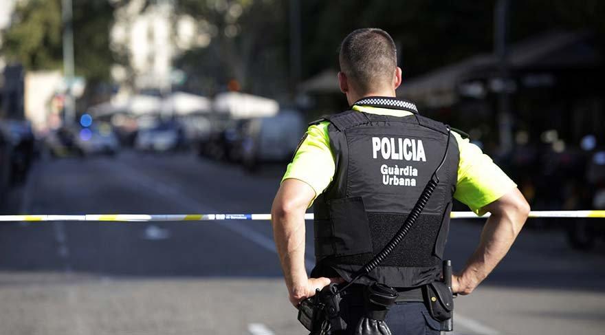 Son dakika haberi... Barcelona'da ikinci şok! Önce minibüsle kalabalığın arasına daldılar sonra restoran bastılar