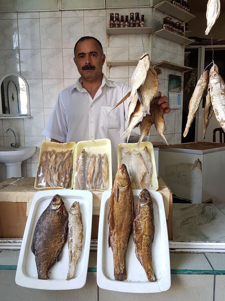 Bakü'de kurutulmuş balıklar oldukça revaçta...