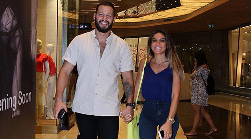 Atakan Arslan ve eşi Serap Arslan alışveriş turunda