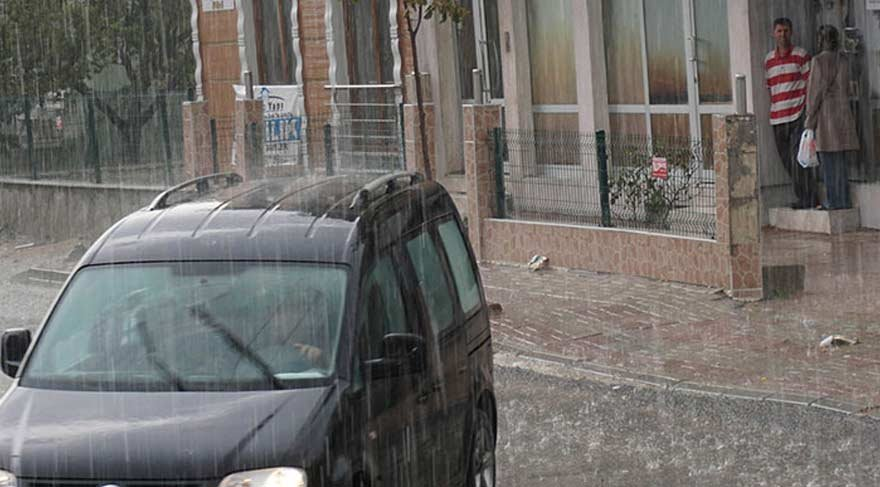 Yağmur ve dolu Keşan'ı etkisi altına aldı!