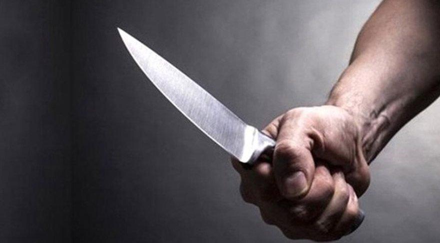 Başkana bıçakla saldırdı, oturup polisi bekledi