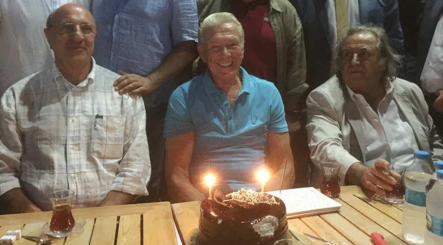 Uğur Dündar doğum gününü Çanakkale'de halkla kutladı!