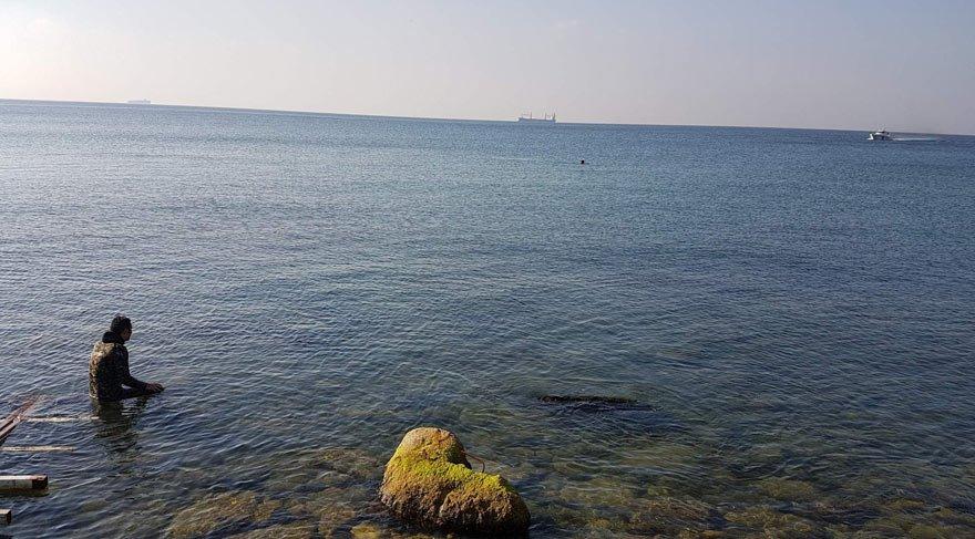 Boğuldu zannedilen kişi denizden elinde kocaman balıkla çıktı