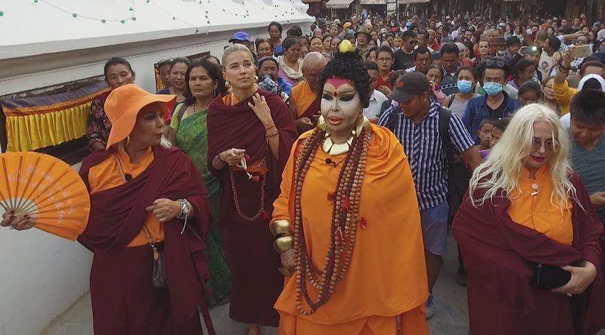 Bülent Ersoy, Hindistan'da Buda kılığına girdi