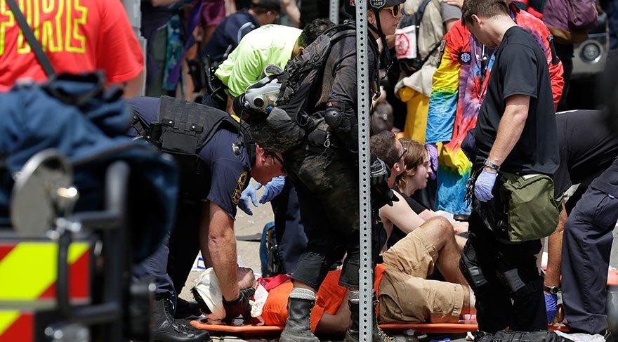 ABD'de otomobil göstericilerin arasına daldı: 1 ölü, 19 yaralı