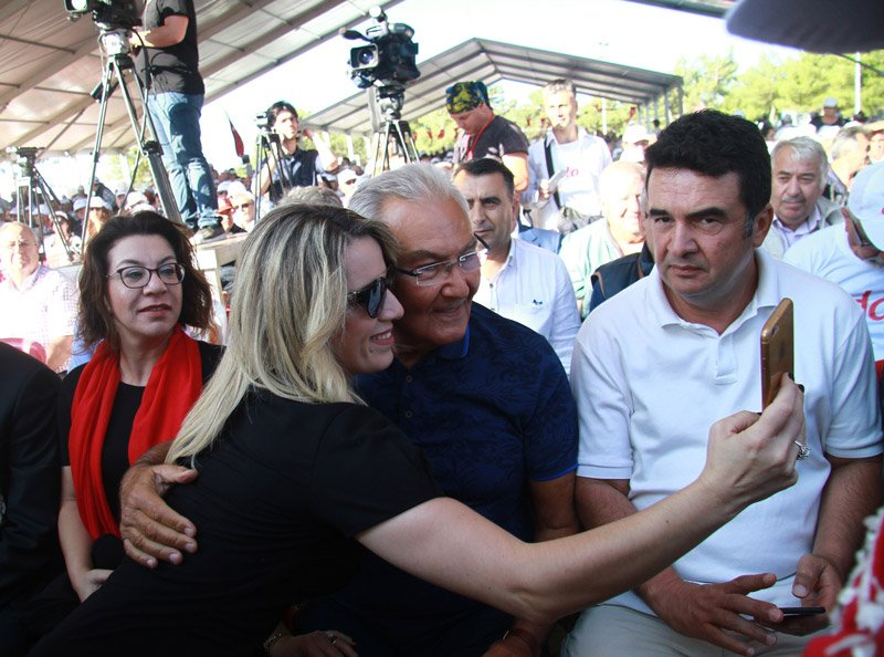 FOTO:İHA - Kurultaya CHP Antalya milletvekili Deniz Baykal da katılıyor.