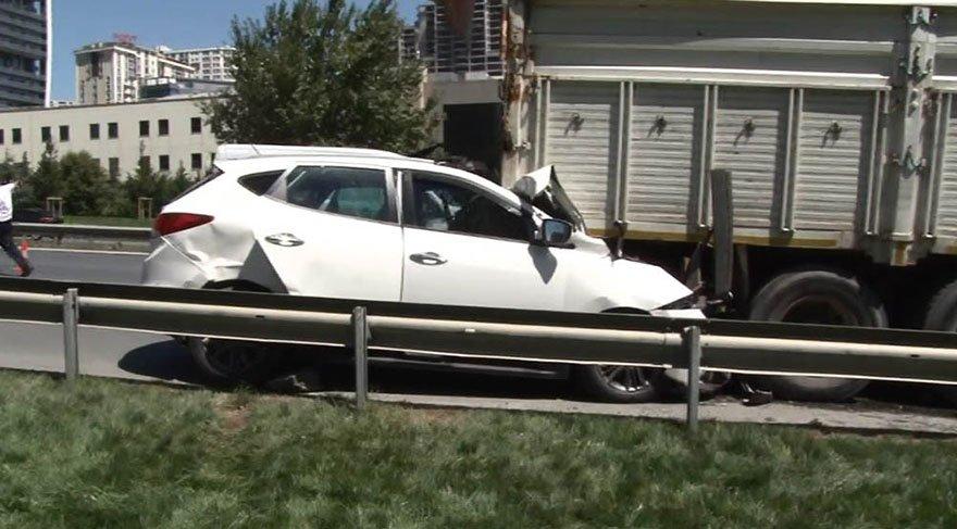 Cipiyle kamyona çarpan genç kadın hayatını kaybetti