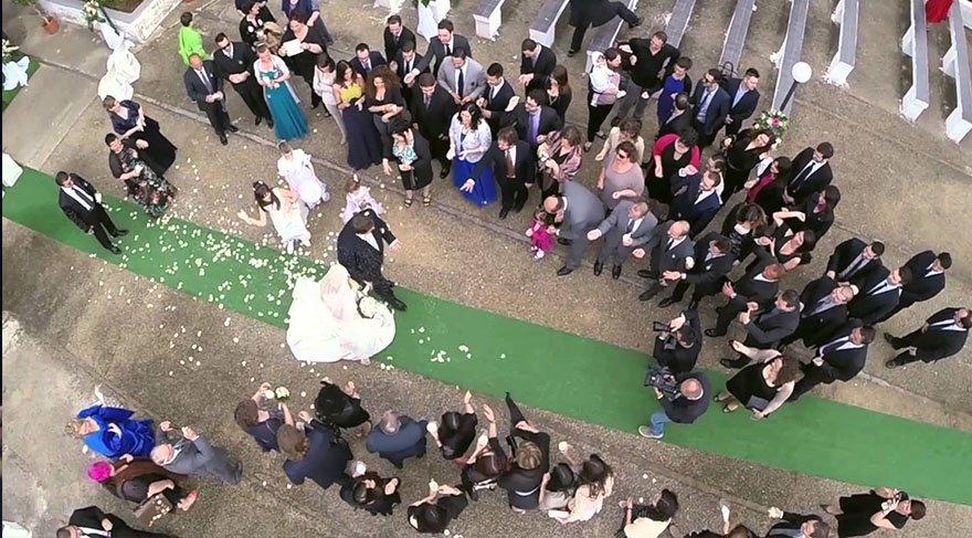 Bu da oldu! Düğünde geline drone'la takı takıldı