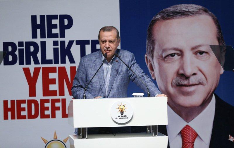 FOTO:İHA- Memleketi Rize'de konuşan Erdoğan, partisine yönelik 'defolular gitsin' çağrısı yaptı.