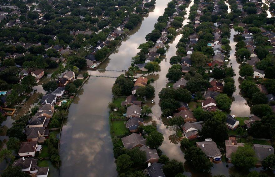 Harvey Kasırgası ölüm saçarak ilerliyor