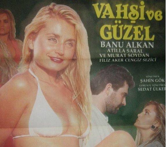 Filiz Aker, 1988 yapımı Vahşi Güzel filminde Banu Alkan ile birlikte rol almıştı.