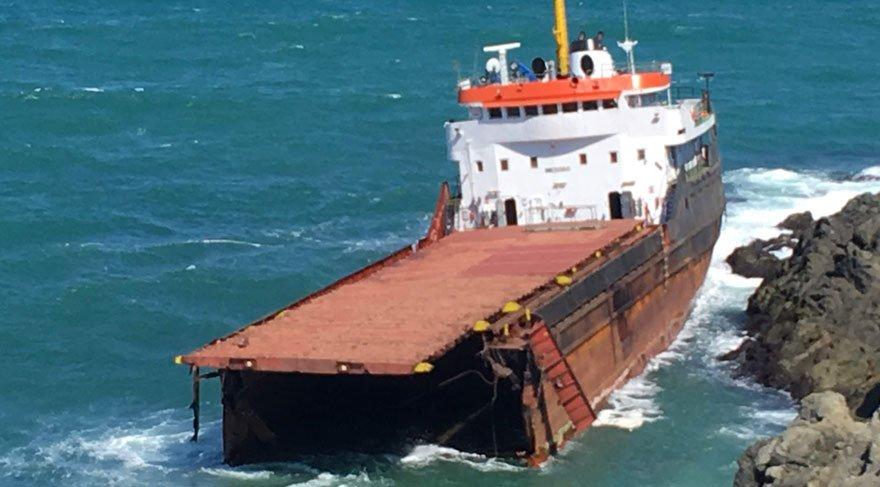 Sarıyer açıklarında yük gemisi ortadan ikiye ayrıldı