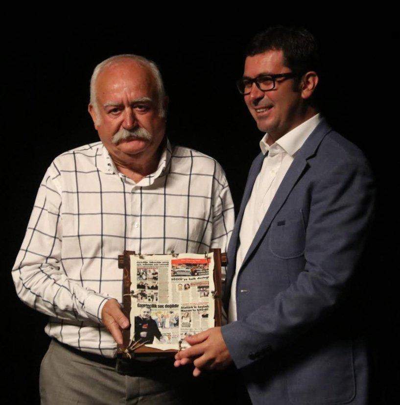 Gökmen Ulu'nun ödülünü babası Mehmet Ulu aldı.