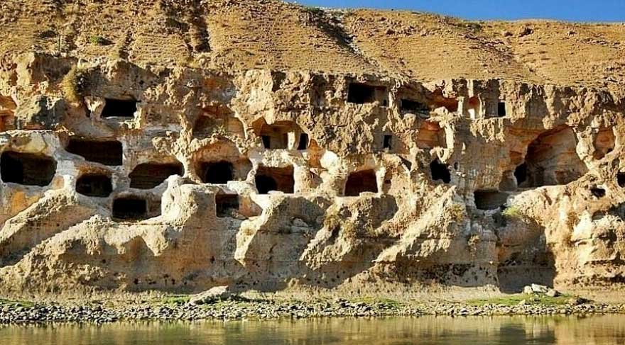Hasankeyf'te 12 bin yıllık kayalar dinamitle patlatılıyor