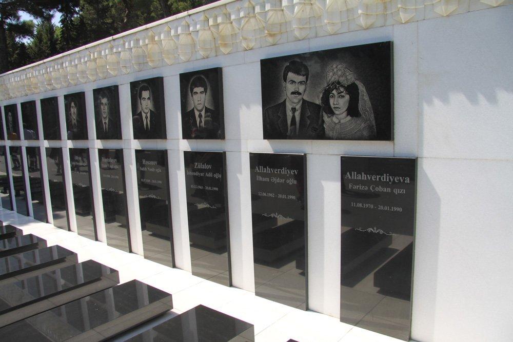 20 Ocak 1990 katliamında, Sovyet askerleri tarafından öldürülen Azerbancan Türk'leri için yapılan Şehitler Hiyabanı...