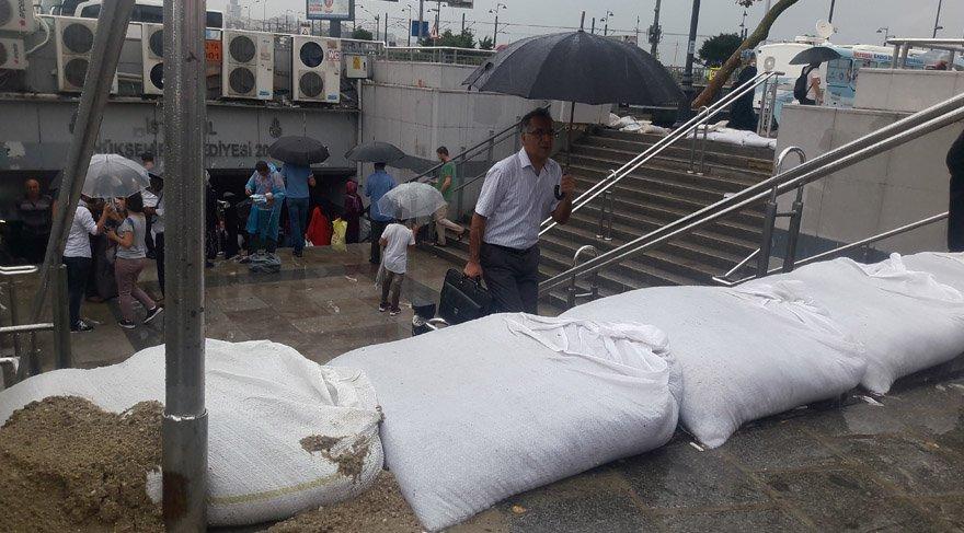 İstanbul'da beklenen yağmur Marmara'yı vuruyor! Birçok şehir sel altında…