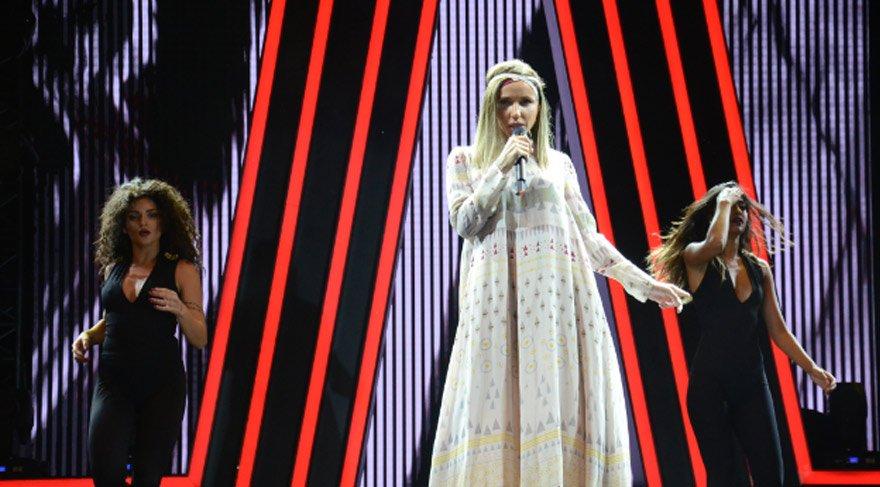 Şarkıcı Gülşen büyük şok yaşadı