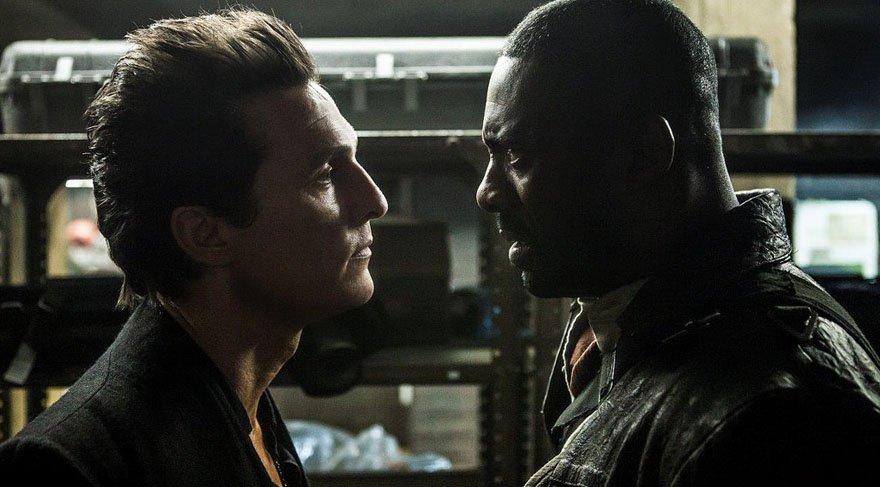 """""""Kara Kule"""" kendine ait bir evren de yaratamıyor maalesef. Jake'in geçiş yaptığı paralel evrenin, zaten içinde bulunduğundan pek de bir farkı yok mesela, sadece daha kırsal bir yer! Yani aynı zamanın, aynı atmosferinin başka bir köşesi gibi alt tarafı."""