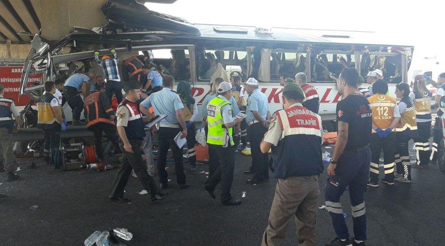 Yolcu otobüsü köprüye çarptı! Çok sayıda ölü ve yaralı var