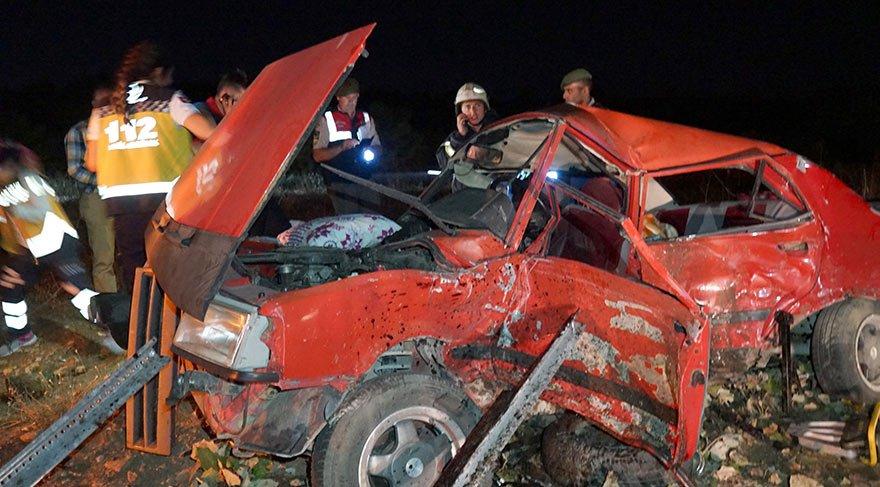 Kavşakta feci kaza: 2 ölü, 6 yaralı
