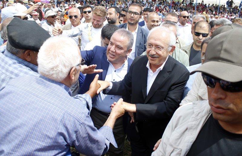 FOTO:İHA - Kılıçdaroğlu vatandaşlarla da sohbet etti.