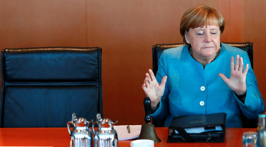 Merkel'den Türkiye'ye silah sevkiyatıyla ilgili açıklama