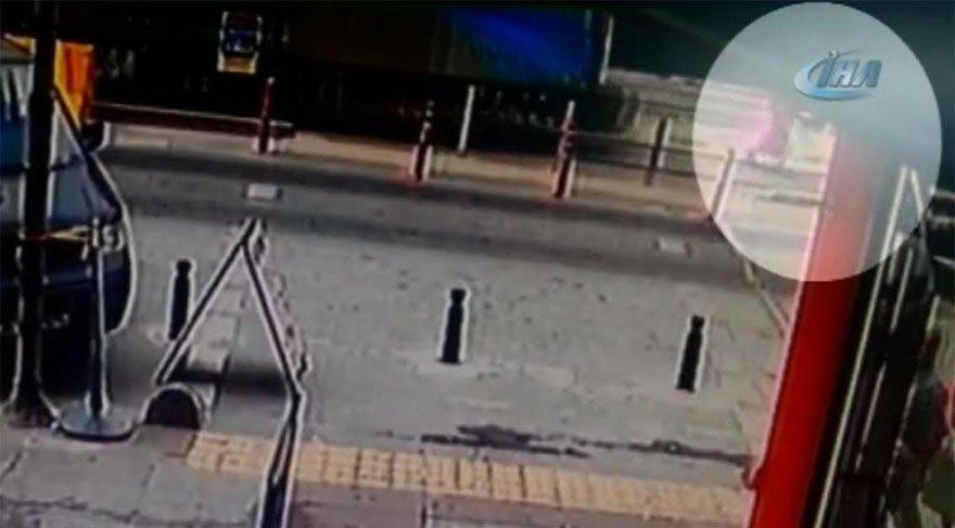 İstanbul'da bir kadın tramvayın altında kaldı