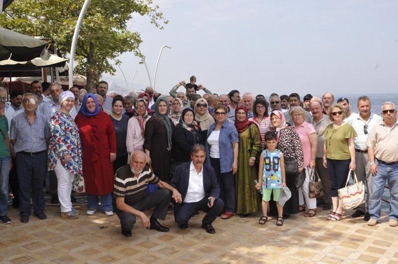 FOTO:DHA - MHP'den istifa ederek Akşener saflarına katılanlar böyle poz verdi.