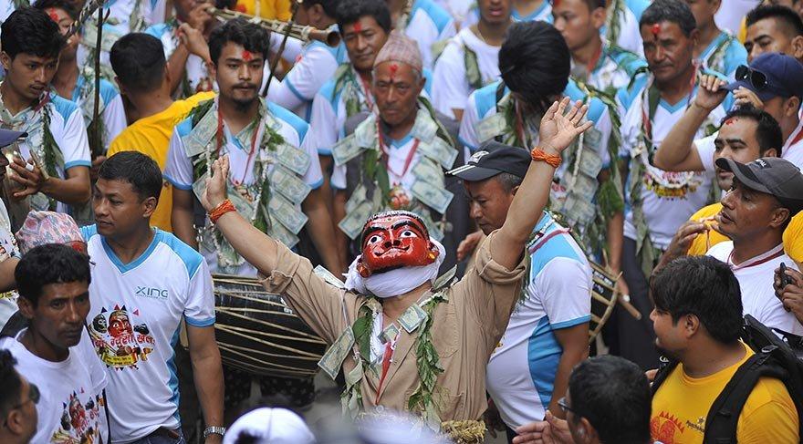 Nepal'de Kutsal İnek Festivali yapıldı
