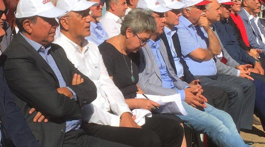 Oya Berberoğlu, eşinin cezaevinde kaleme aldığı mektubunu okudu.