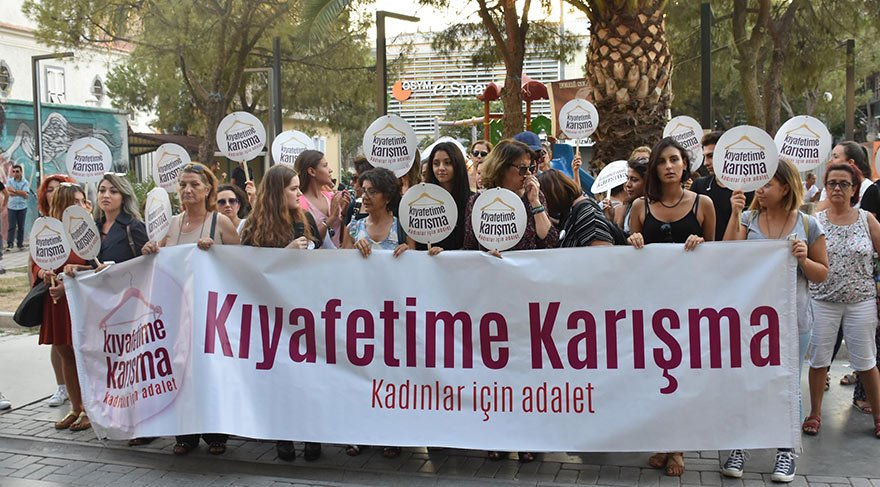 İzmirli kadınlardan Derya ve Seray'a destek