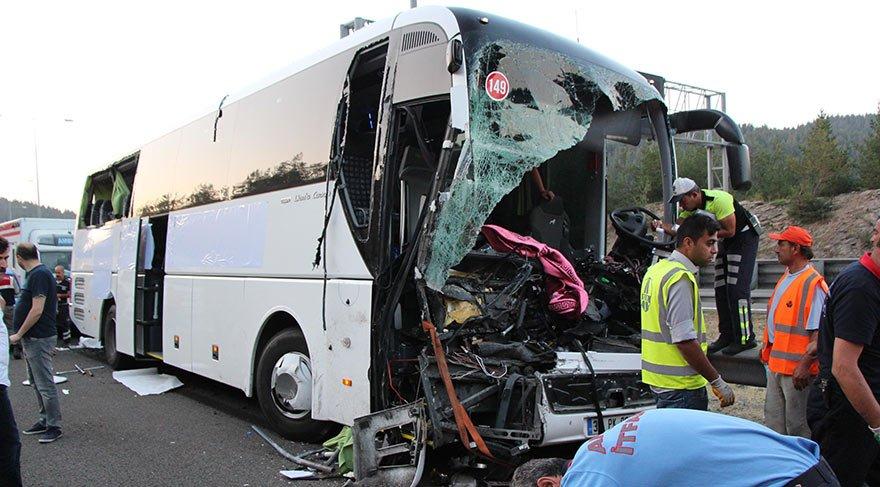 İki ilde feci trafik kazaları! 2 ölü 34 yaralı