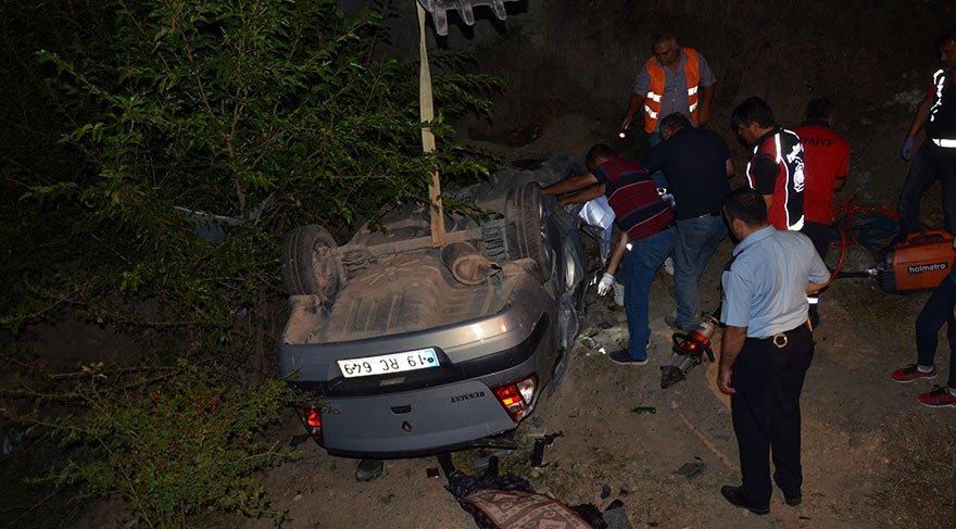 Çorum'da hafif ticari araç ile otomobil çarpıştı: 3 ölü, 4 yaralı
