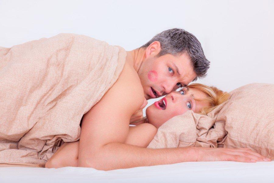 """Adeta ellerinde sekse dair yapılacaklar listesi vardır. Mevcut eşlerinin bu sadakatsizlikte hiçbir payı, eksikliği veya hatası yoktur. Toplumun """"zampara"""" olarak bahsettiği bu kişilerin bir kişiye sadık kalmaları mümkün değildir ve bağımlılıklarının mutlaka tedavi edilmesi gerekir."""