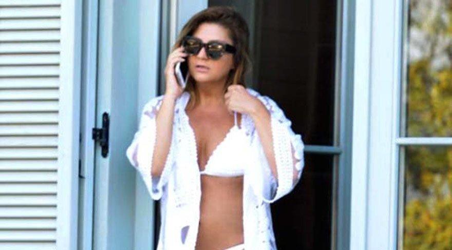 Sibel Can kaldığı otelin balkonunda bikinili görüntülendi